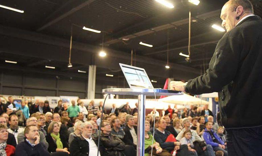 Jesper Bank fra Elvstrøm Sails på udstillingen i Fredericia, hvor man også kan høre Blærerøven og Peter Tanev i weekenden. Foto: Troels Lykke