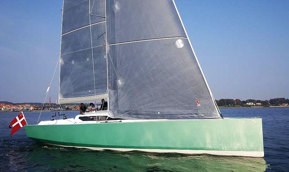 Se hvordan Frost 38 sejler. Den sejlede bl.a. fra en Xp 44 og en X-41 under Brandsø Rundt i weekenden. Foto og video: Troels Lykke