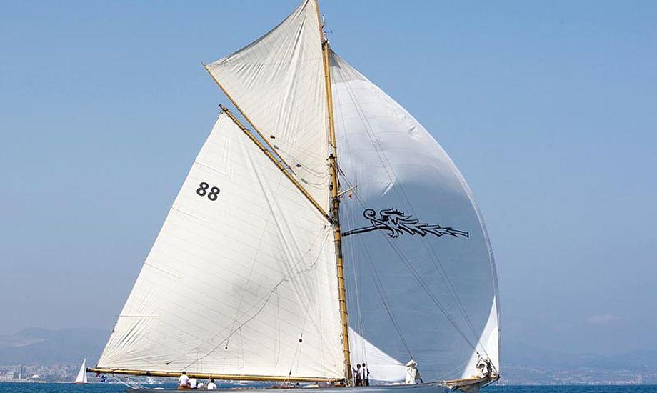 Sejl i Danmark eller Middelhavet på en 12 meter. Foto: iSails/Nico Martinez