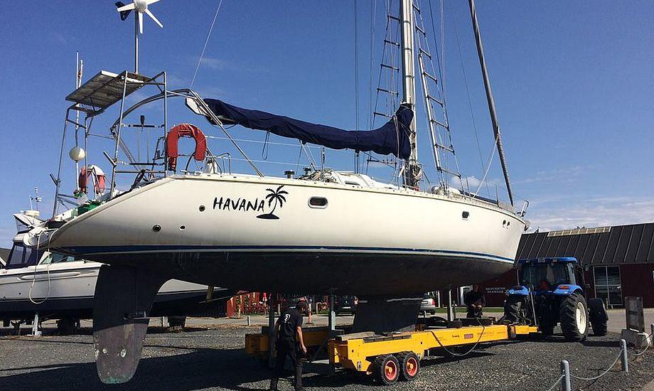 Havana bliver poleret af Renskib på Ishøj Båd- og vandsportsmesse. Foto: Tempo Bådsalg