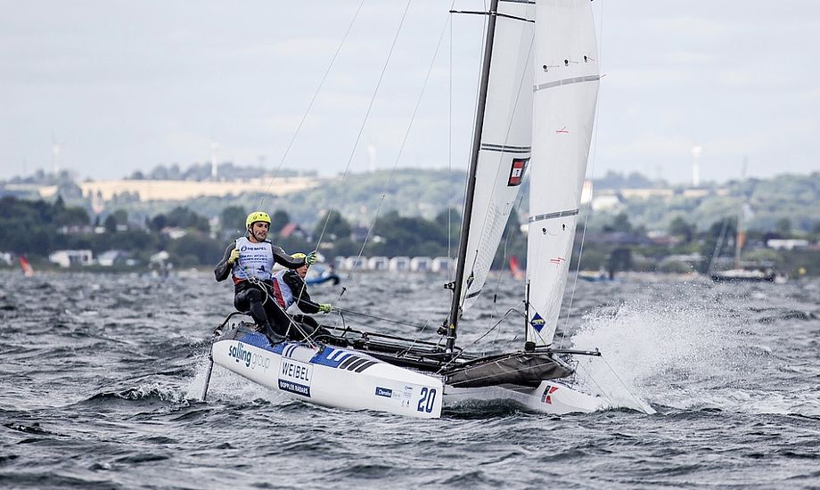 Lin Cenholt og Christian Peter Lübeck ligger akkurat udenfor medaljerækkerne inden Medal Race, der sejles søndag. Foto: Sailing Energy