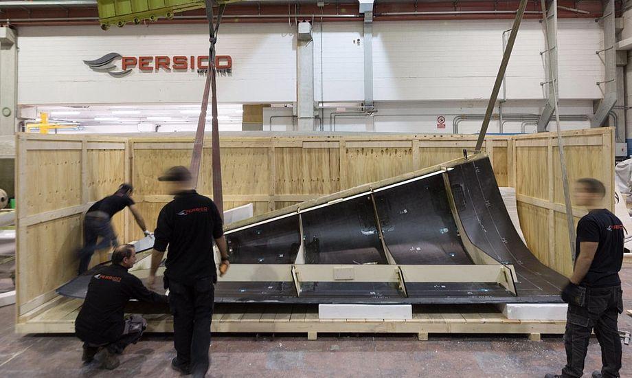 Det store spørgsmål er nu, hvor længe det vil tage italienerne at montere den nye stævn på VO65'eren. Foto: Persico Marine / Facebook