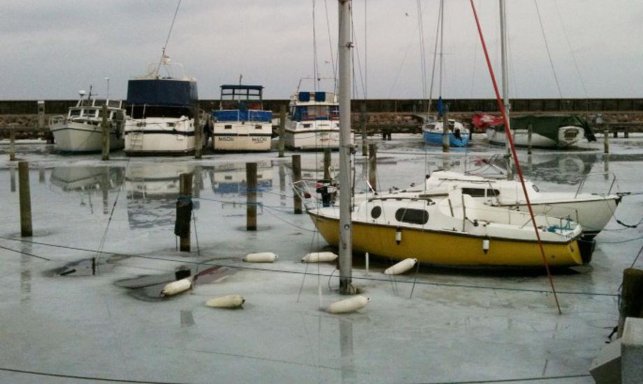 Hvad nu, båd under isen? Foto: Peter Mikkelsen