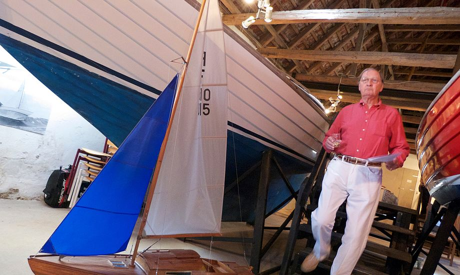 Bådtypen er i dag er populær til ikke mindst kapsejlads. På billedet ses Niels lensbaron Iuel-Brockdorff.  Foto: Søren Stidsholt Nielsen.