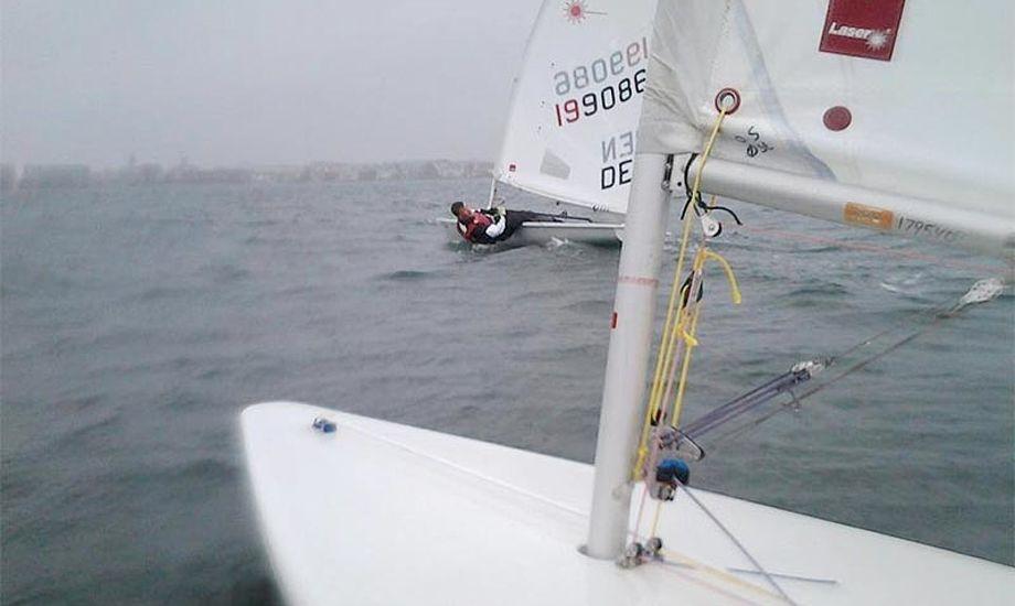 Foto fra træning i Olympisk Sejlsport Øst. Mange af de unge sejlere fra Øresund er taget til Oure for at træne. Foto: Olympisk Sejlspot Øst/facebook