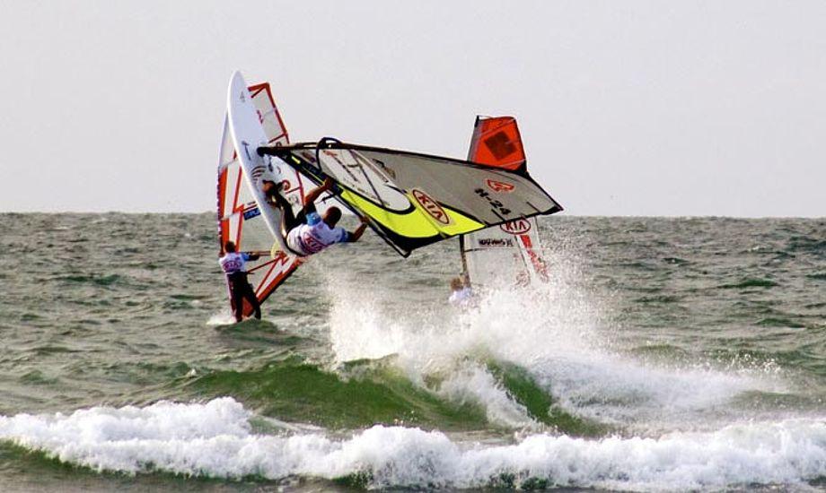 Det kølige vejr kan være en fordel for de danske surfere.