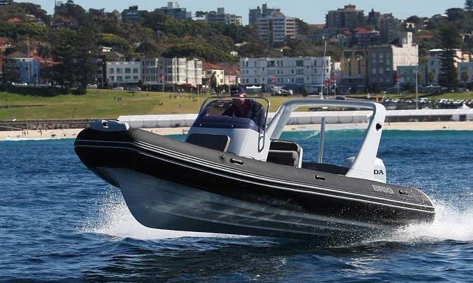 BRIGe Eagle 650 fra Ukraine testes her. Den vises frem til februar på bådudstilling i Fredericia.