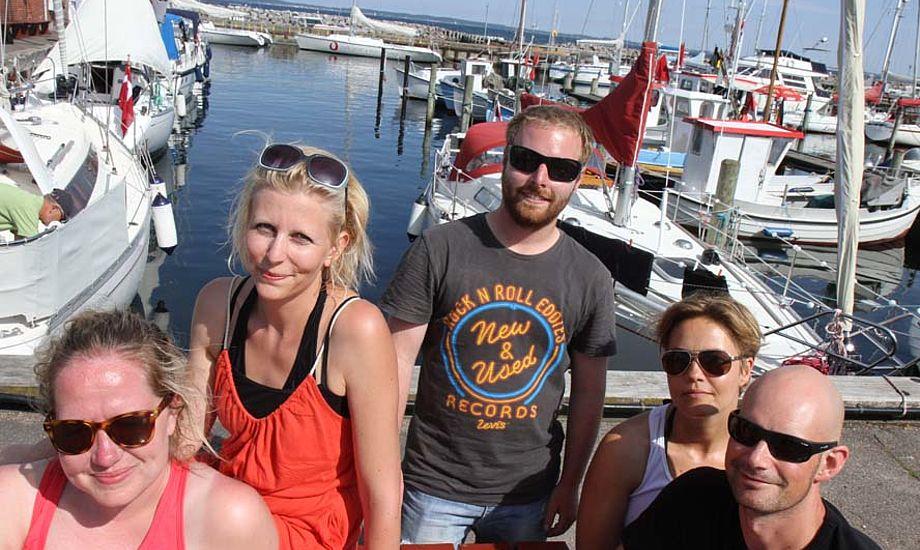 De nye sejlere Hanne, Anni, Maria og Søren ses her, med træneren Martin i midten i Lundeborg. Foto: Troels Lykke
