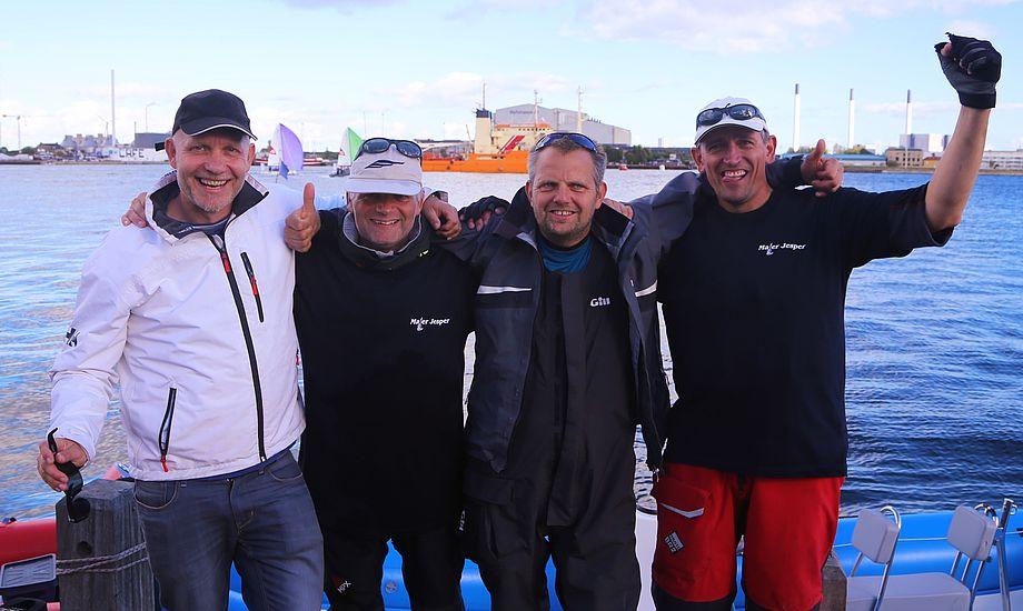 Fra højre ses vinderne af Presse Cup: René Nielsen, Jesper Brøndum og Flemming Jensen og Troels Lykke. Foto: Mark Carlsen