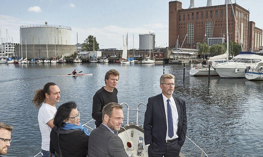 Politikerne så mandag de gener, som en cykelbro ved Svanemøllen vil skabe, med egne øjne. Foto: Christian Grønne
