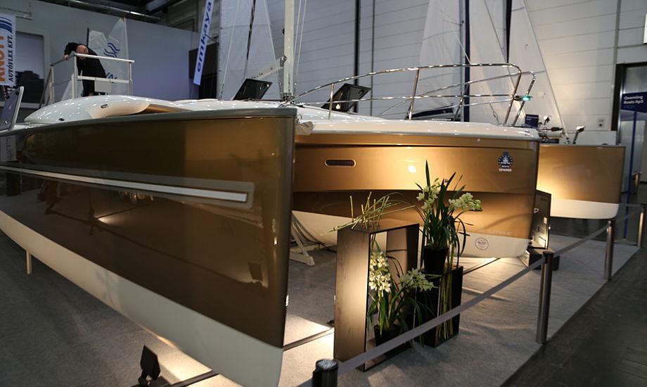 Dragonfly 32 har fået et stort midterskrog, hvor der er seks sovepladser og en ståhøjde på 1,95 meter. Foto: Troels Lykke