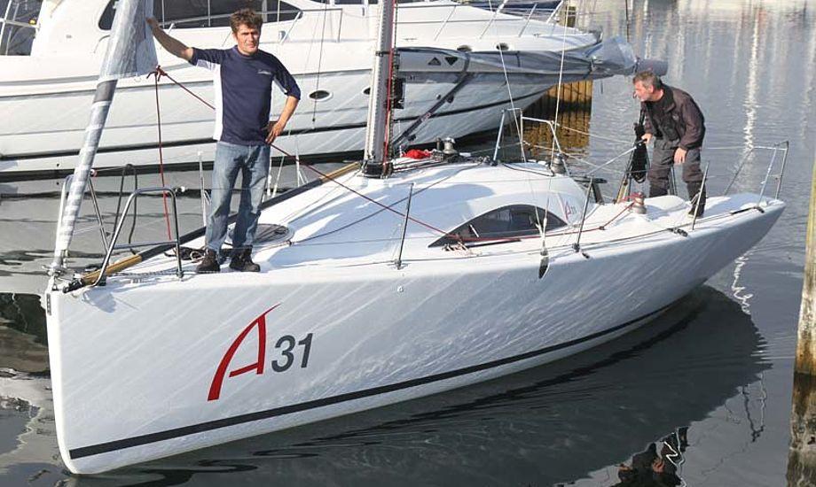A 31 sejler så hurtigt, at den har kunne følge en Beneteau 40.7 og en Ylva. Foto: Troels Lykke