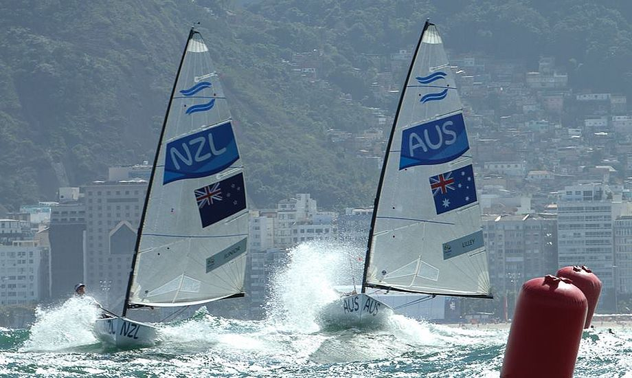 Sidste år blev Finn World Masters afviklet på Gardasøen, hvor der var 330 joller på startlinjerne. Her foto fra OL i Rio. Foto: World Sailing