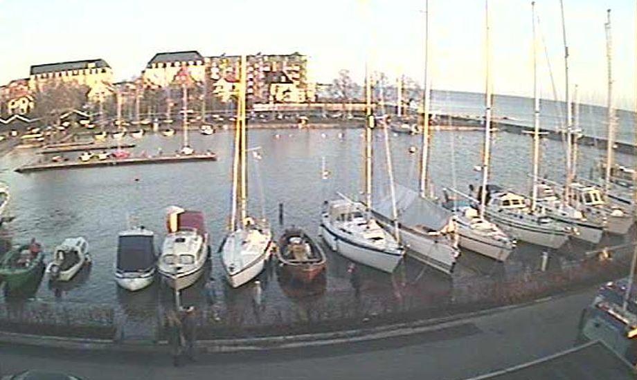Billede fra webcam i Hellerup Havn her til formiddag, der tydeligt viser at vandstanden er meget høj.