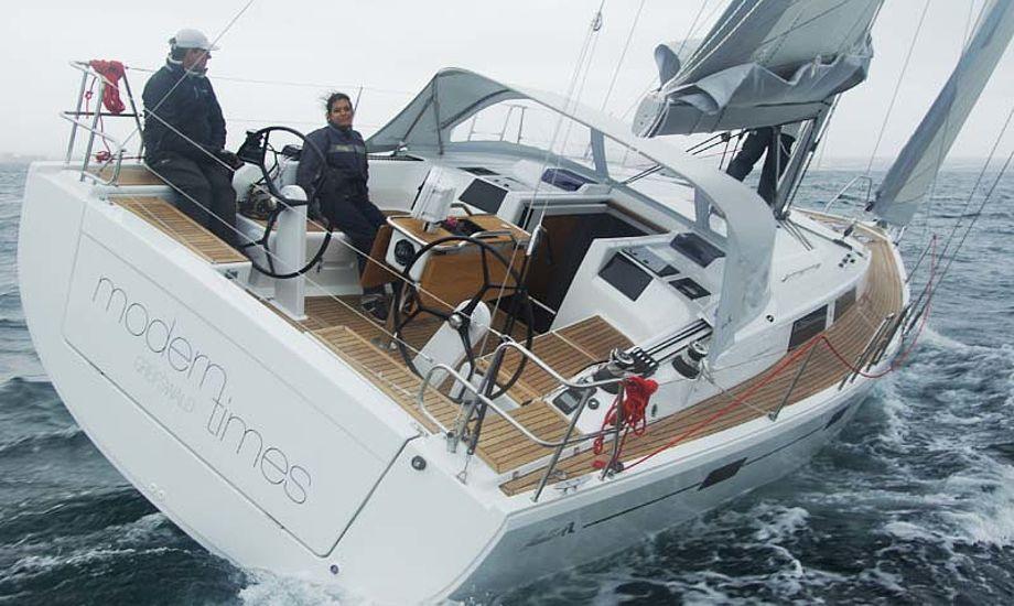 Gråvejr men god vind udfor Mallorca gav nogle gode timer med Hanse 415. Foto: Troels Lykke