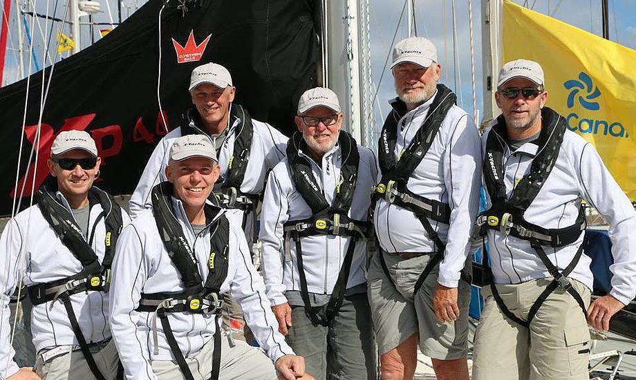Danske Jens Tvedgaard, tv., Hans Viggaard og Flemming Christensen ses her i dag på australsk Xp 44 Black Butterfly. Foto: FB