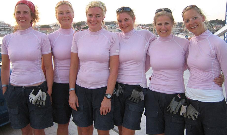 Finder sejlere sejlere i parforhold eller bliver det for anstrengende at tale om sejlsport hver dag? Her ses team Ulrikkeholm helt tilfældigt.