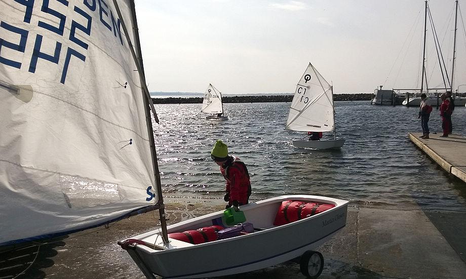 Tilladelsen til at sejle kapsejlads i Optimistjolle omfatter dog ikke større stævner. Her et foto fra Kaløvig. Foto: Troels Lykke