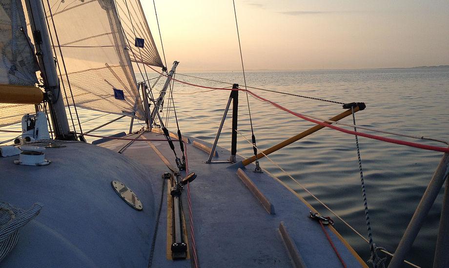 Når jeg sejler om natten, og det gør jeg så meget, jeg kan, styrker det mine sanser, fortæller Mini 650-sejler Ole Larsen.