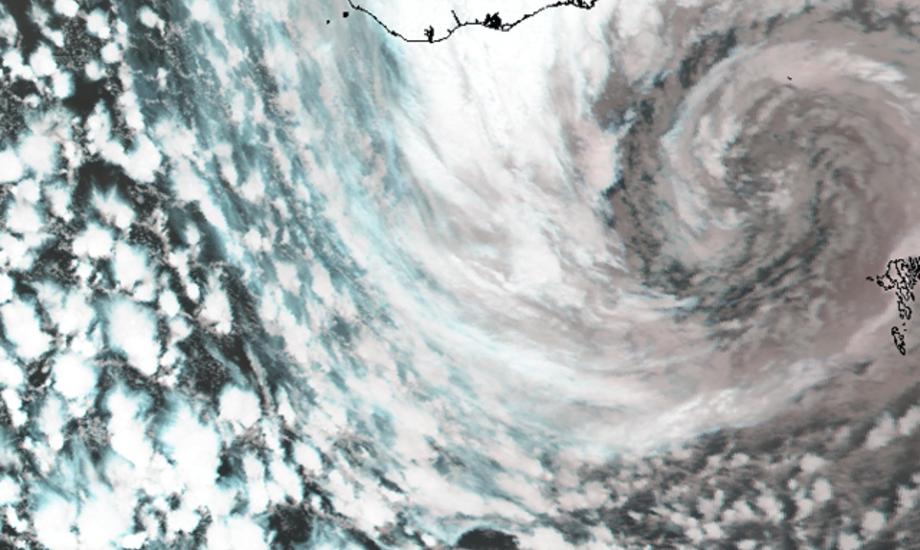 Satellitbillede fra den færøske orkan sent torsdag den 24. november 2011