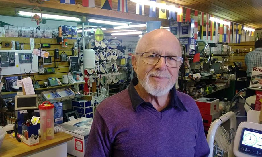 Olav Hansens bådudstyrsforretning har det hele, men elektronikken har hans særlige interesse. Foto: Troels Lykke