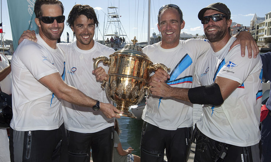 Fra venstre: Ben Ainslie og Christian Kamp efter sejr på Bermuda i Argo Gold Cup. Holdet vandt 50.000 dollars.