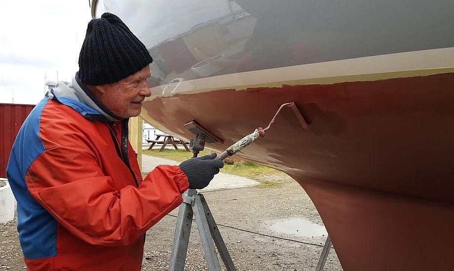 En tilgroet båd skal bruge mere brændstof, og går det helt galt, gror vandindtag m.m. til, og motoren risikerer at brænde sammen, forklarer distributør Anders Jessen. Foto: Troels Lykke