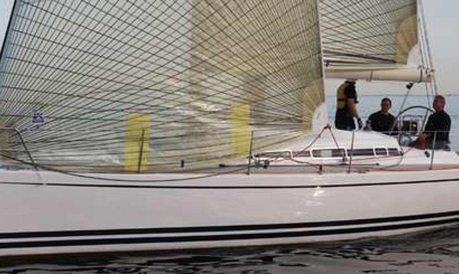 Arcona 340 ud for Hundige Havn. Foto: Troels Lykke