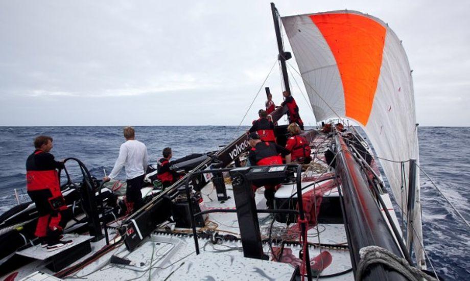 Lang vej i havn for uheldige Puma, bliver der nu debat om kulfibermasterne efter nummer to allerede røg i sejladsen. Foto: Amory Ross/PUMA Ocean Racing