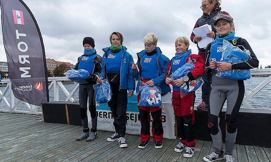 KDY steg til tops i hold-DM i Optimistjolle. Furesøen og Sundkredsen tog hhv. sølv og bronze. Foto: Mogens Hansen