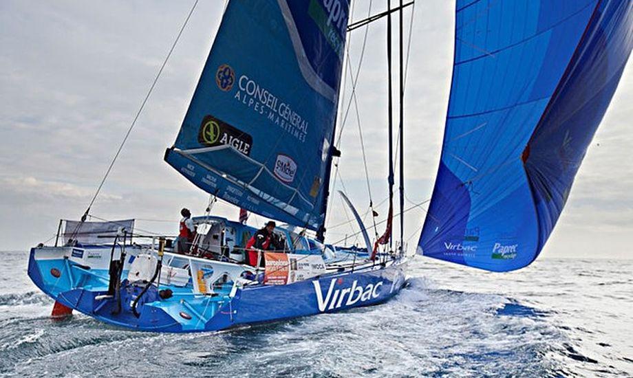 13 både er tilbage i Barcelona World Race. Her ses Virbac-Paprec 3, der lige var i havn en tur.