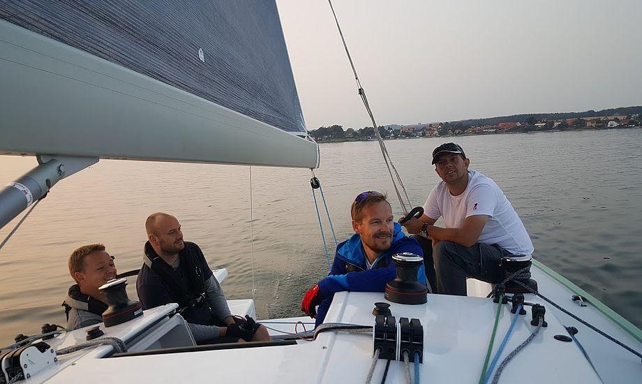 På billedet ses en af de nominerede, Jakob Frost, th., formand for Faaborg Sejlklub. Her er han på sin Frost 38. Foto: Troels Lykke.