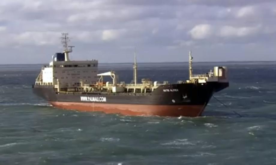 Det er på dette skib, ejet af rederiet Palmali, de 19 besætningsmedlemmer har været strandet i 20 dage. Foto: tv2.dk.