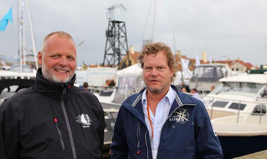 Hanse-forhandler Dirch Peteren fra Dragør, tv. og Bavaria- og Dufourforhandler Michael Floor var glade selv da det regnede i Dragør. Foto: Troels Lykke