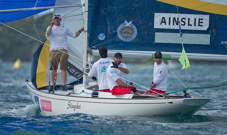 Ian Percy, Arteims-sejler og OL-sølvvinder i Starbåd i 2012, med Andrew Simpson, vinker her tilbage.