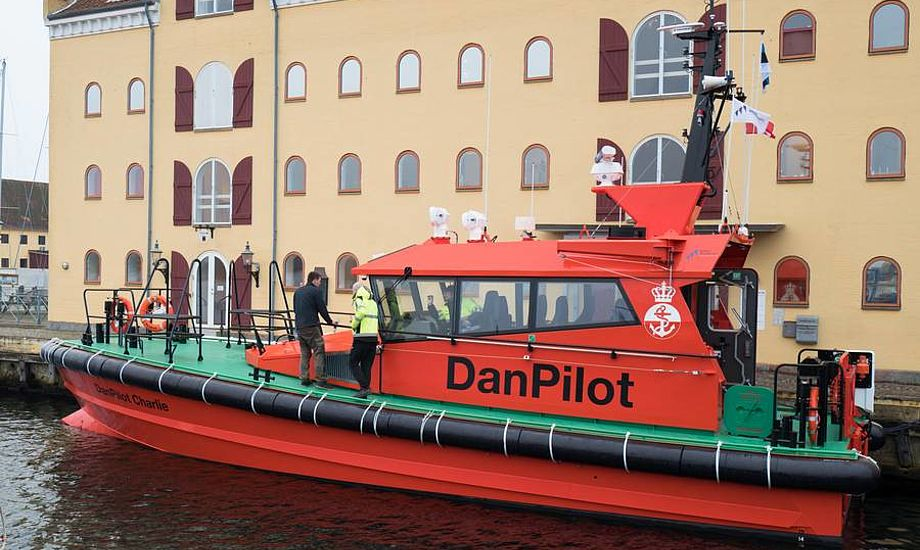 Danpilot Charlie på besøg ved lodseriets hovedkvarter i Svendborg. Foto: Søren Stidsholt Nielsen, Søsiden, Fyns Amts Avis.