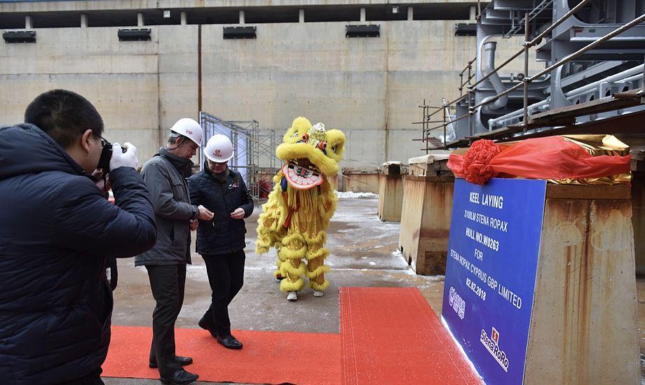 Med en traditionel møntceremoni har Stena Line nu indledt byggeriet af den første af fire nye, energibesparende RoPax-færger. Foto: Stena Line