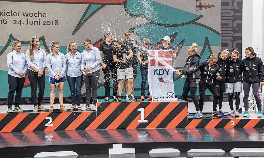 De danske KDY-kvinder sluttede på den øverste podieplads med Hellerup Sejlklub lige efter. Foto: Sven Jürgensen