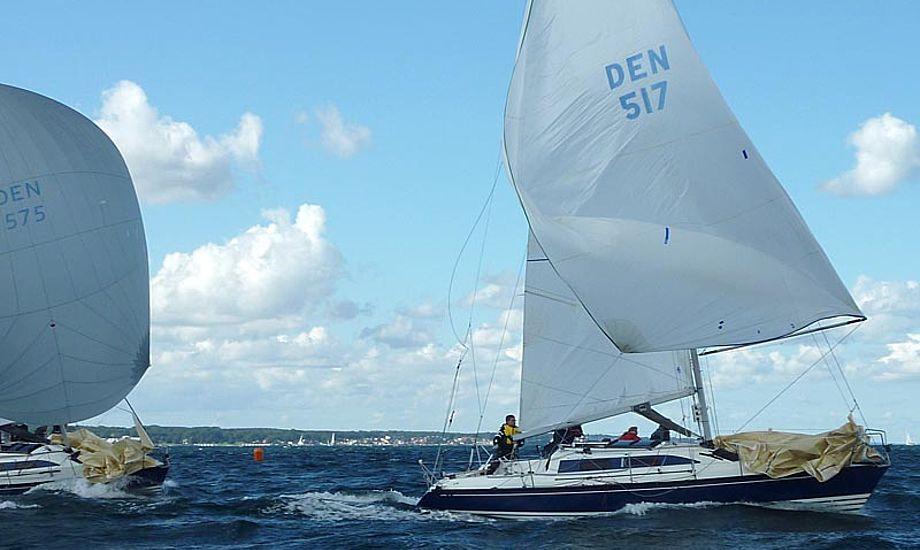 Vinderen Kim Rasmussen i DEN 517 på vej i mål, foran en af konkurrenterne. Foto: Katrine Bertelsen