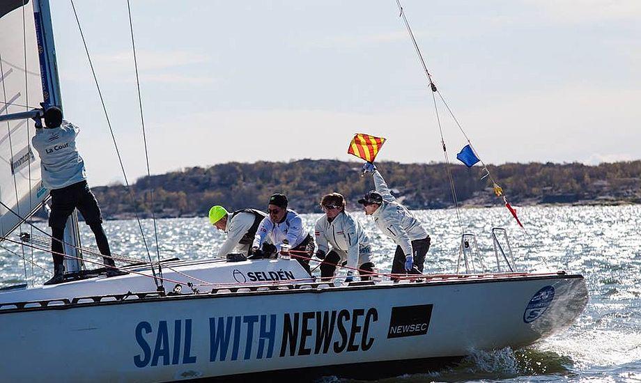 Der blev sejlet svensk mesterskab i den ældre, men stadig populære danske DS37er. Her ses Felix og co. PR-foto