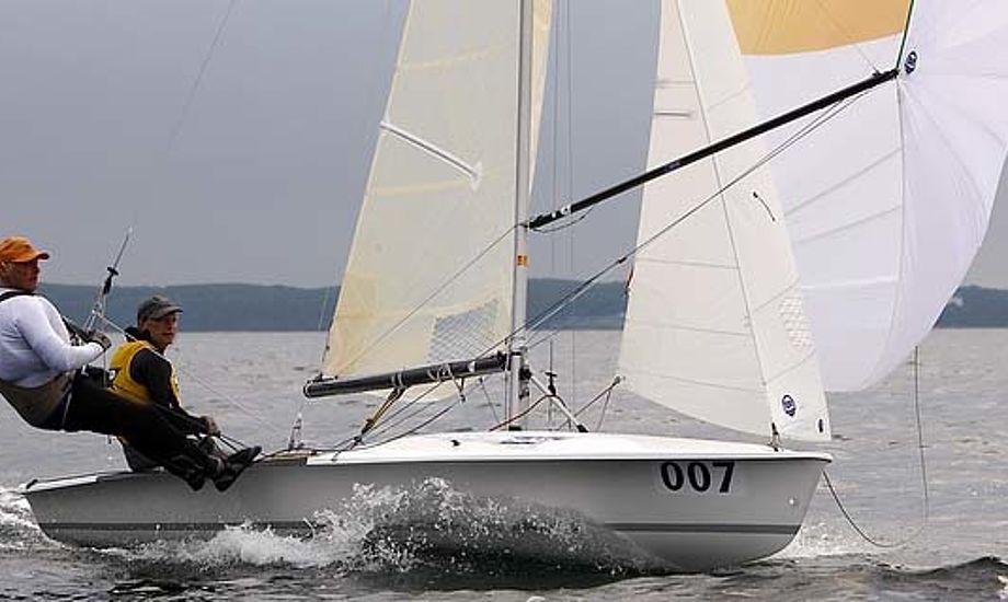 Jørgen og Jacob Bojsen-Møler træner til dagligt i Hellerup Sejlklub, de var tæt på at vinde 505 VM, de endnu ikke har i hus. Foto: Mick Anderson, sailingpix.dk