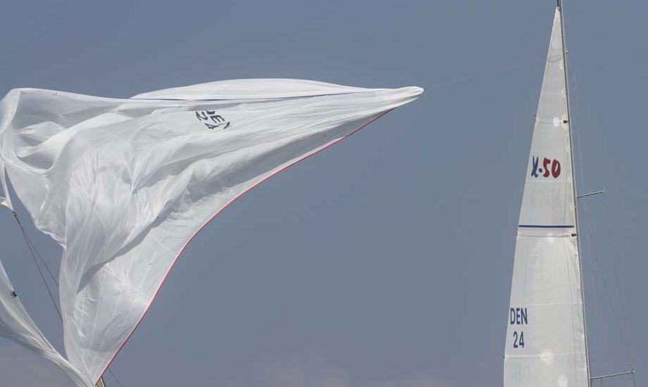 X-50er udgår efter spiler gik i stykker ved bundmærke. Den kan let syes siger sejlmager Jan Quantum, der har set på spileren. Fotos: Troels Lykke