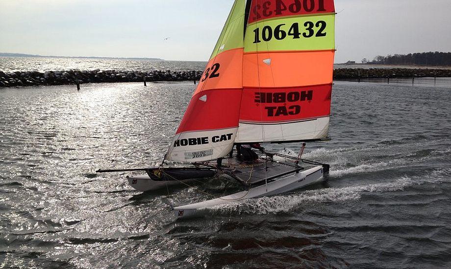 Hobiecat i Kaløvig var kort tid på vandet i denne weekend. Foto: Jan Christiansen/Dansk Sejlunion