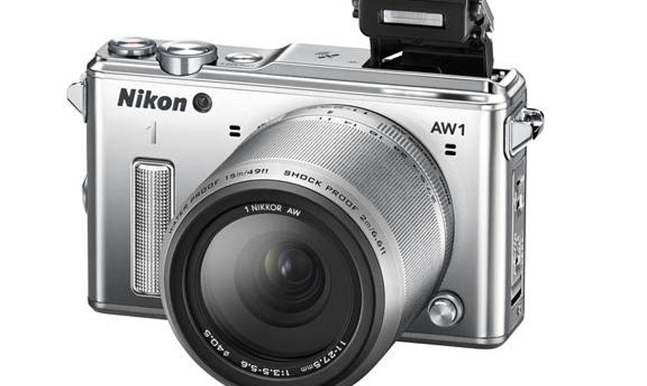 Nikon lancerer nu verdens første vandtætte og stødsikre kamera med udskiftelige objektiver.