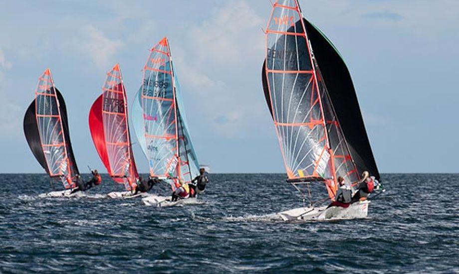 Eleverne på Sailing College kan bl.a. sejle 29'er.