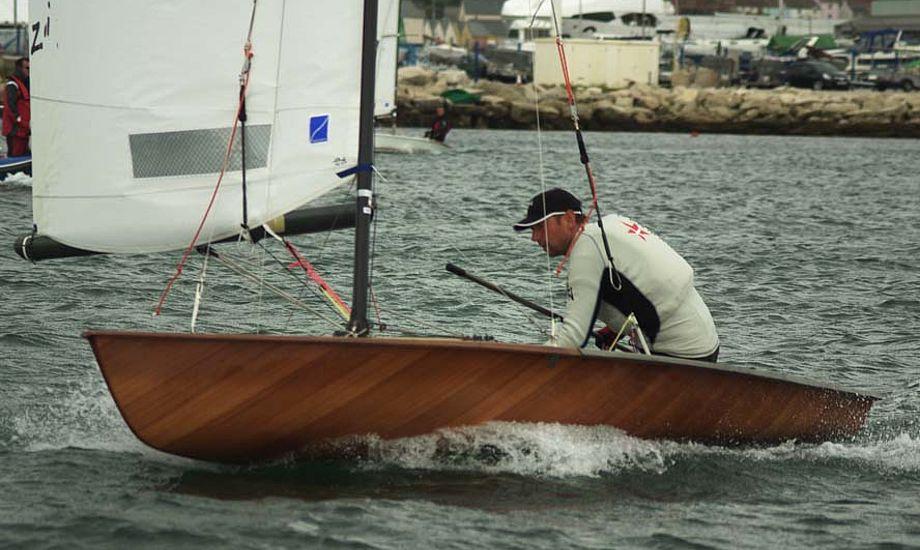 39-årige Bjarke Johnsen ligger på 3. plads, nu starter finalesejladserne for halvdelen af de 144 joller.