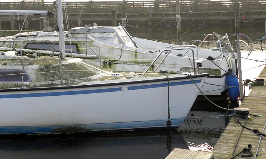 Sidste salgsdato er vist overskredet. Denne båd kan næppe sælges, så hvad med at skrotte den i stedet. Foto: Kim Specht