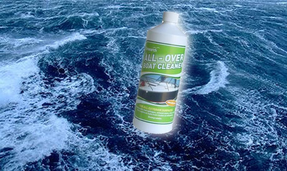 En liter All-Over Boat Cleaner koster ca. 150 kr.
