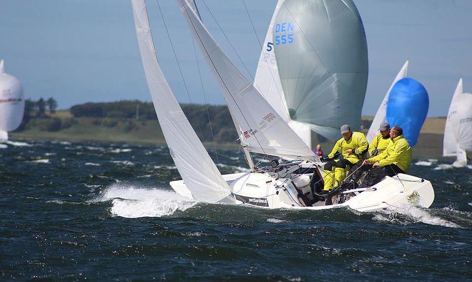 Claus Høj Jensen, Frederik Dahl Hansen og Rasmus Jørgen Andreasen er især gode, når det blæser. Man må veje 300 kilo til sammen i H-båden. Det gør det tre sejlere.