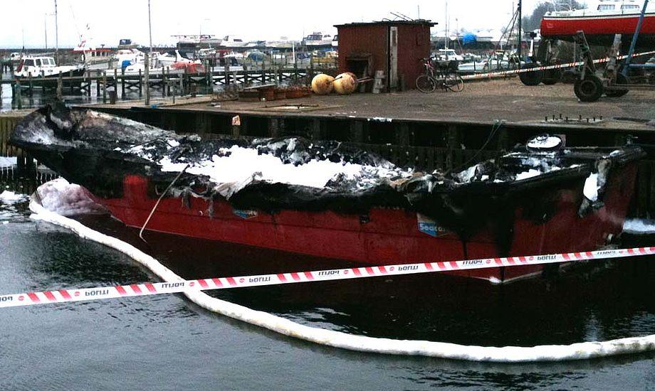 Den udbrændte båd i Fredericia. Foto: Bo Hold, marineparken.dk